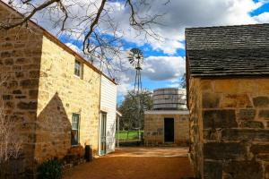 Wine Country Farmhouse, Apartmány  Fredericksburg - big - 15