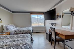 Double Room with Two Double Beds and Mountain View