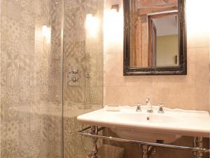 Three-Bedroom Holiday Home in Gournay-en-Bray, Case vacanze  Gournay-en-Bray - big - 2