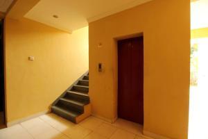 OYO Home 10798 Premium Studio Paroda, Апартаменты  Sirvoi - big - 9