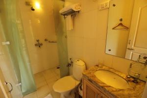 OYO Home 10798 Premium Studio Paroda, Апартаменты  Sirvoi - big - 17