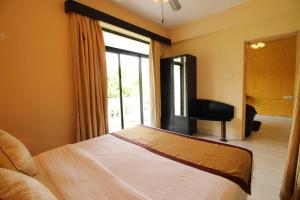 OYO Home 10798 Premium Studio Paroda, Апартаменты  Sirvoi - big - 18