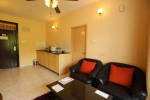 OYO Home 10798 Premium Studio Paroda, Апартаменты  Sirvoi - big - 13