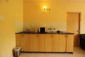 OYO Home 10798 Premium Studio Paroda, Апартаменты  Sirvoi - big - 12