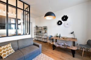 Stylish 2 bedrooms apartment P..