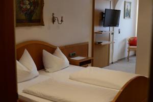 Gasthof & Hotel Goldene Krone, Hotely  Iphofen - big - 11