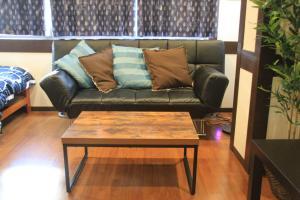 Naniwa Guest House, Apartmanok  Oszaka - big - 8