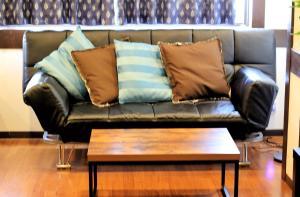Naniwa Guest House, Apartmanok  Oszaka - big - 6