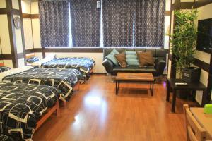 Naniwa Guest House, Apartmanok  Oszaka - big - 4