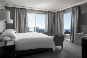 Club Level King or Queen Room with City View