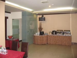 Imperial Hotel, Отели  Kendari - big - 46