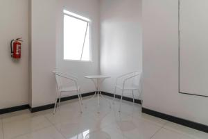 RedDoorz Plus near Pecenongan, Guest houses  Jakarta - big - 9