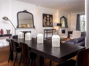 Stunning 3-bed 3-bath in Kensington, Ferienwohnungen  London - big - 8