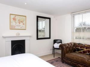 Stunning 3-bed 3-bath in Kensington, Ferienwohnungen  London - big - 9