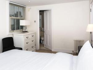 Stunning 3-bed 3-bath in Kensington, Ferienwohnungen  London - big - 10