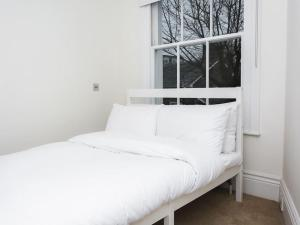 Stunning 3-bed 3-bath in Kensington, Appartamenti  Londra - big - 22