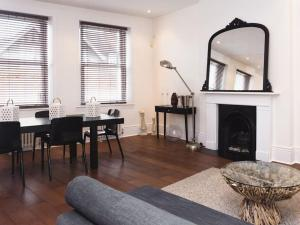 Stunning 3-bed 3-bath in Kensington, Ferienwohnungen  London - big - 25