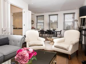 Stunning 3-bed 3-bath in Kensington, Ferienwohnungen  London - big - 1