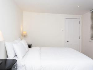 Stunning 3-bed 3-bath in Kensington, Ferienwohnungen  London - big - 29