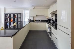 Stunning 1 bed sleeps 4 in Paddington, Apartmány  Londýn - big - 9