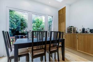 Entire Home in Islington sleeps 4 with garden, Апартаменты  Лондон - big - 4