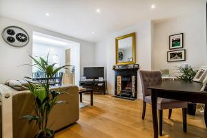 Entire Home in Islington sleeps 4 with garden, Апартаменты  Лондон - big - 6