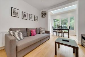 Entire Home in Islington sleeps 4 with garden, Апартаменты  Лондон - big - 7
