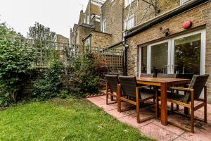 Entire Home in Islington sleeps 4 with garden, Апартаменты  Лондон - big - 12