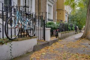 Entire Home in Islington sleeps 4 with garden, Апартаменты  Лондон - big - 19