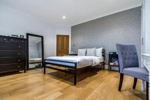 Entire Home in Islington sleeps 4 with garden, Апартаменты  Лондон - big - 20