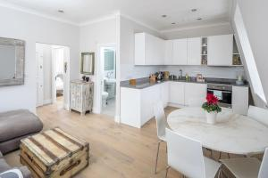 Luxurious Bright 1 bed in Chelsea, Apartmanok  London - big - 1