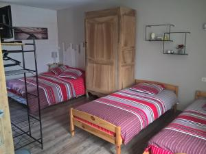 Entre Marais et Gatine, Bed and breakfasts  Saint-Pompain - big - 8