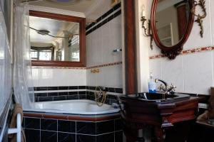 Fantastic Jambo Guest House Bed Breakfast Cape Town Interior Design Ideas Inesswwsoteloinfo