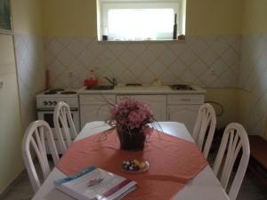 Kristály Apartman, Bed and Breakfasts  Hévíz - big - 137