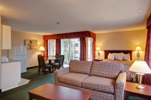 Junior Suite with with Two Queen Beds and Full Kitchen