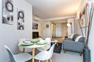 COMPLETE HOST St Kilda Rd Apartments, Апартаменты  Мельбурн - big - 62