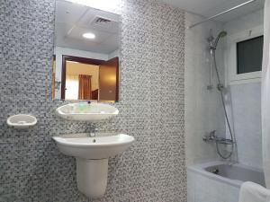 Nejoum Al Emarat, Отели  Шарджа - big - 34