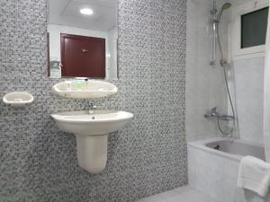Nejoum Al Emarat, Отели  Шарджа - big - 35