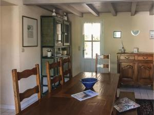 Three-Bedroom Holiday Home in La Tranche sur Mer, Nyaralók  La Tranche-sur-Mer - big - 6