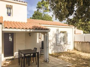 Three-Bedroom Holiday Home in La Tranche sur Mer, Nyaralók  La Tranche-sur-Mer - big - 1