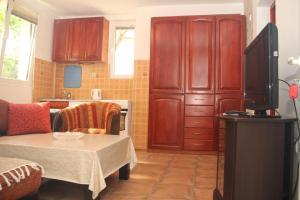 Guesthouse Monte Top Ksenia D, Penzióny  Budva - big - 17