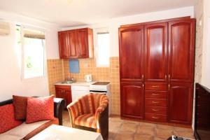 Guesthouse Monte Top Ksenia D, Penzióny  Budva - big - 12