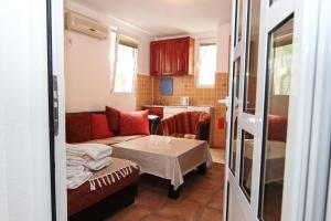 Guesthouse Monte Top Ksenia D, Penzióny  Budva - big - 28