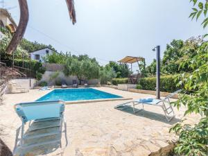 Four-Bedroom Holiday home with Sea View in Porec, Dovolenkové domy  Poreč - big - 34