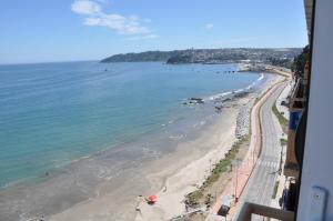 Depto Frente Playa Tomé, Apartmanok  Tomé - big - 4