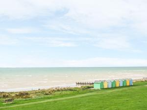 11 Broad Strand