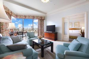 Premier Classic Suite King with City View and Spa Access - Non-Smoking