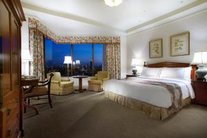 Premier Classic King Room with City View