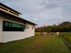 Mawat Villa, Дома для отпуска  Куах - big - 17