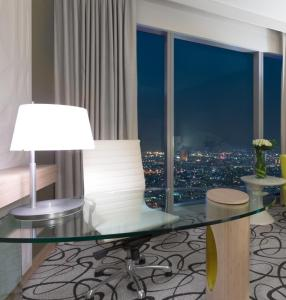 Luxury Twin Room with Club Access and Burj Khalifa View
